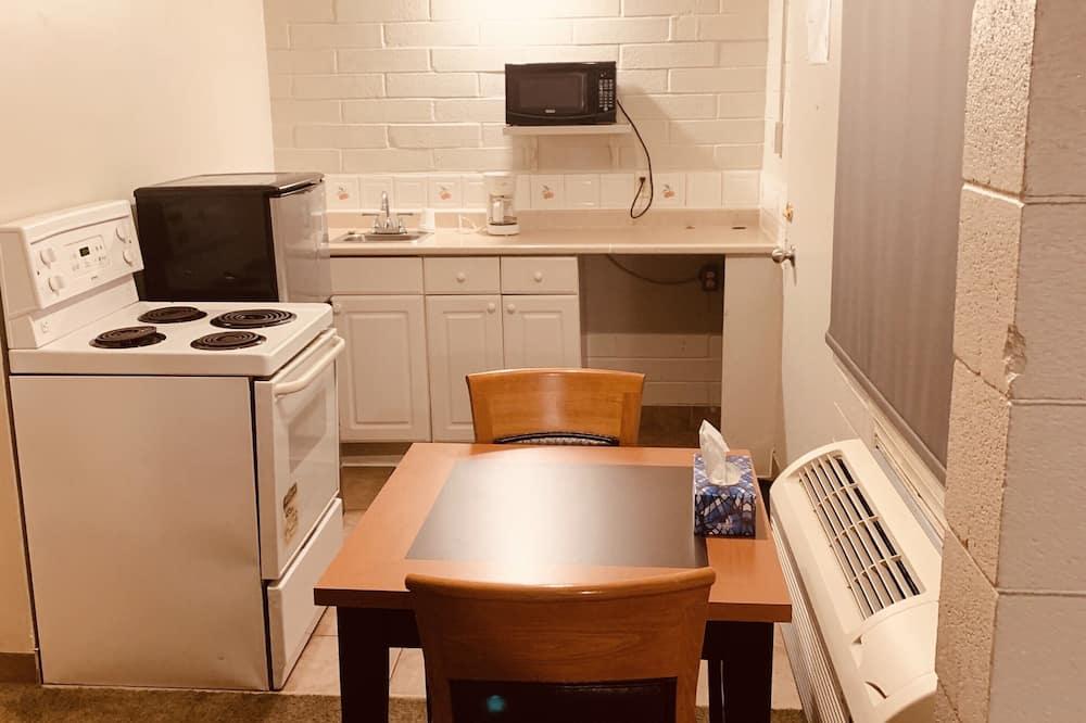 Класична студія-люкс, для некурців, кухня - Обіди в номері
