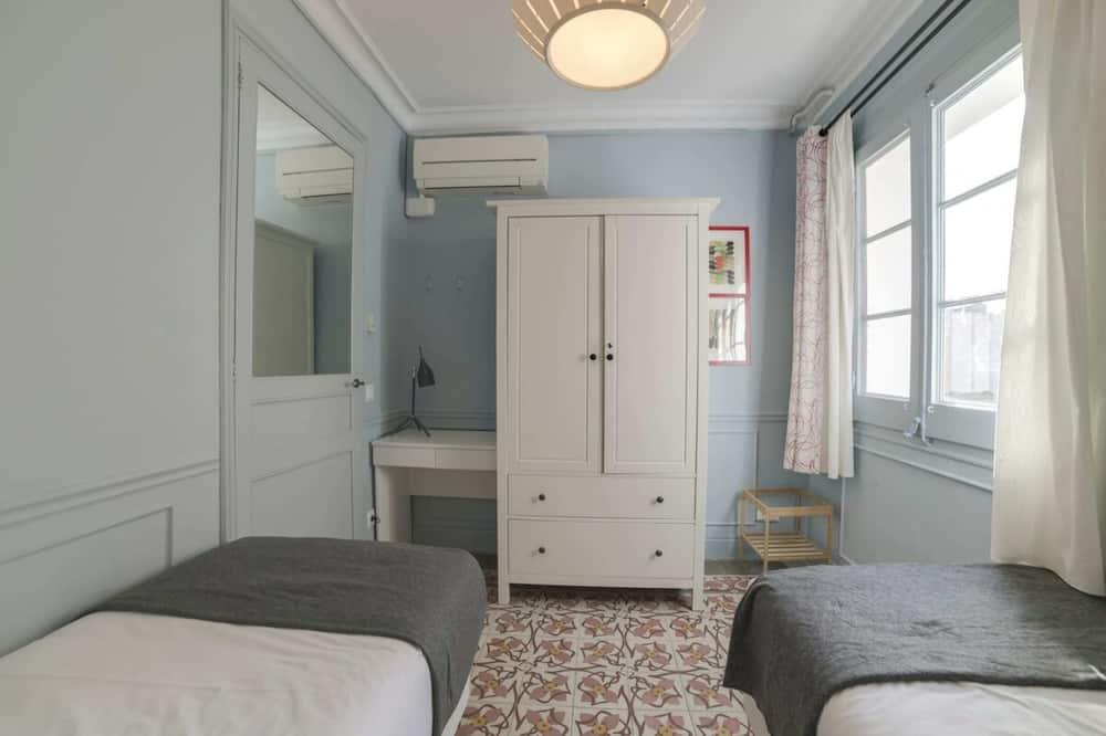 Lejlighed (3 Bedrooms) - Værelse