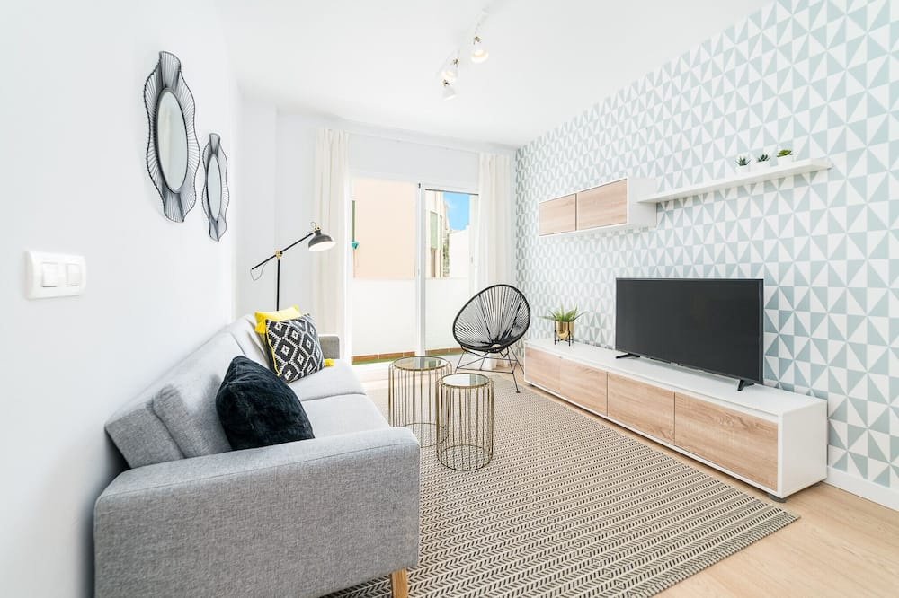 Apartment, 3 Bedrooms, Accessible, Non Smoking - Living Room