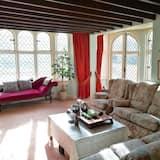 Vila, viacero postelí - Obývačka