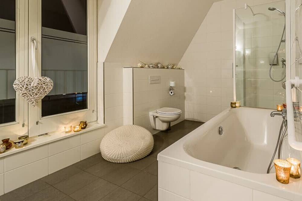 Presidential Double or Twin Room - Bathroom