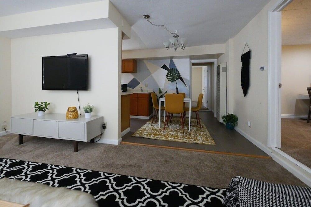 Kooperatīva tūristu mītne (Modern, exquisite 2-bedroom home in L) - Dzīvojamā istaba