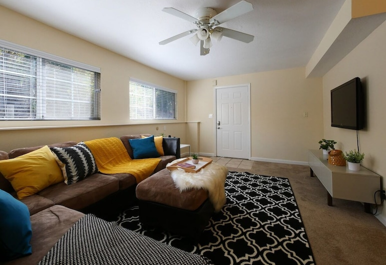 Modern, Exquisite 2-bedroom Home in Lafayette, Lafayette