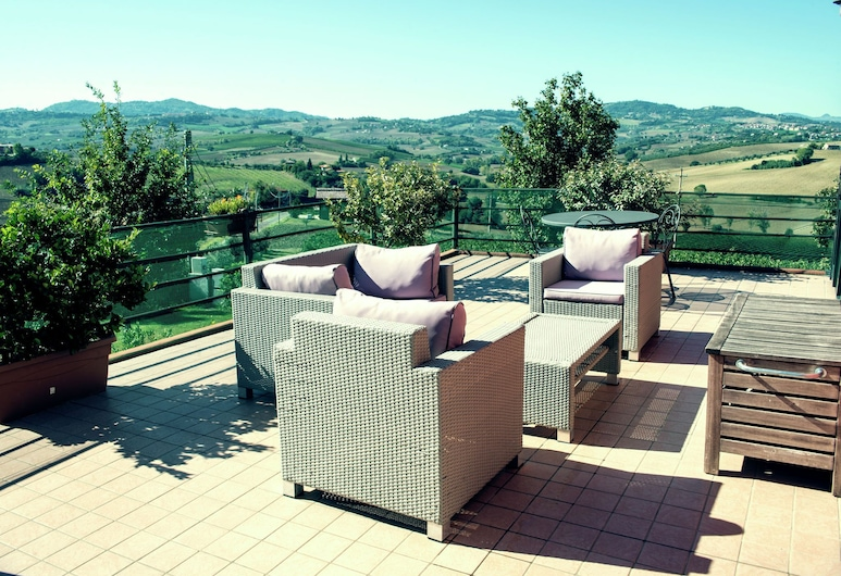 Garden-view Apartment in Coriano Italy With Swimming Pool, Coriano, Balcón