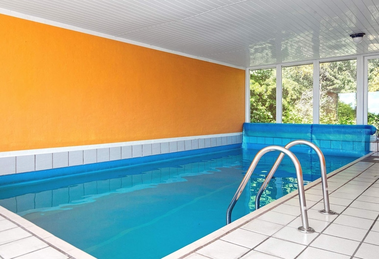 Stylish Holiday Home in Jutland With Whirlpool, Ebeltoft, Bazén