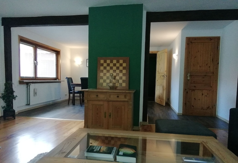 Beautiful Semi-detached House in the Harz With Wood Stove, Garden and Direct River Access, Osterode am Harz, Oturma Odası