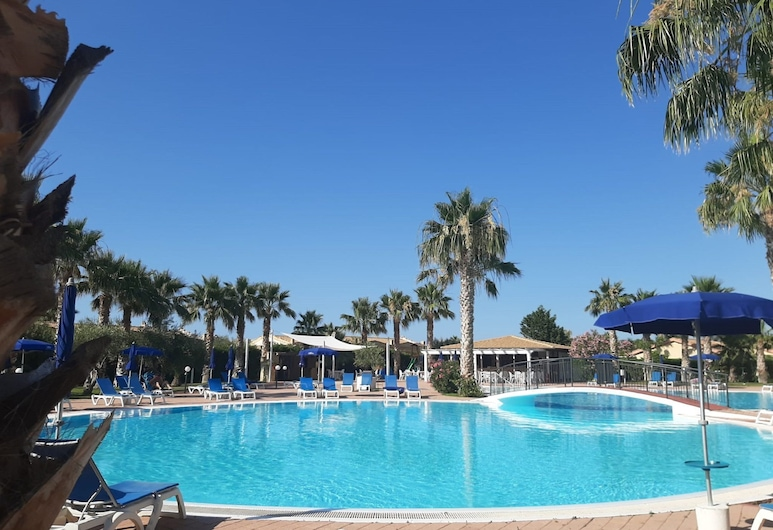 Lovely Apartment in Campofelice di Roccella With Terrace, Campofelice di Roccella, Pool