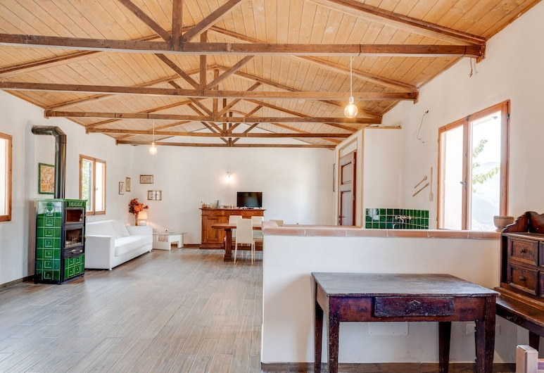 Peaceful Holiday Home in Pieve Santo Stefano With Garden, Pieve Santo Stefano, Sala de estar