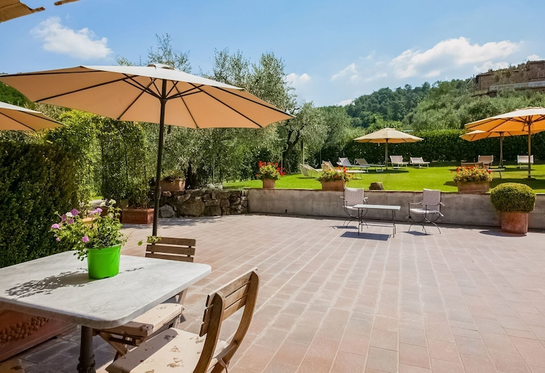 Appealing Holiday Home in Cantagrillo With Swimming Pool, Serravalle Pistoiese, Balcón
