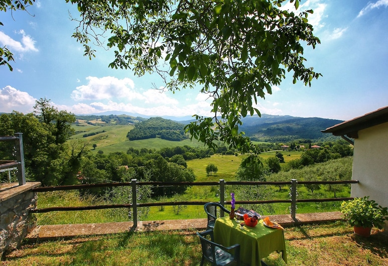 Alluring Holiday Home With Swimming Pool, Garden, Terrace, Caprese Michelangelo