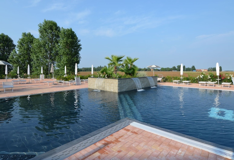 Apartment in the Po Valley With Pool and Wellness Center, Codigoro, Pool
