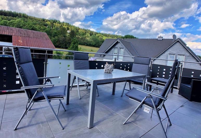 Snug Apartment in Medebach With Balcony, Garden, 2 Carports, 梅德巴赫, 陽台