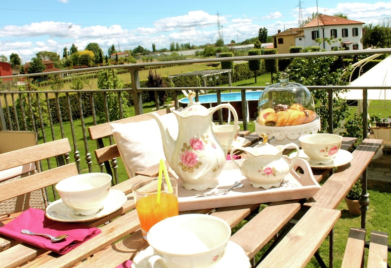 Gorgeous Holiday Home in Montecarlo With Swimming Pool, Монтекарло, Балкон