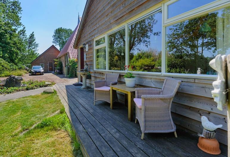 Enticing Holiday Home in Eastermar Near Burgumer Mar Lake, Eastermar, Rõdu