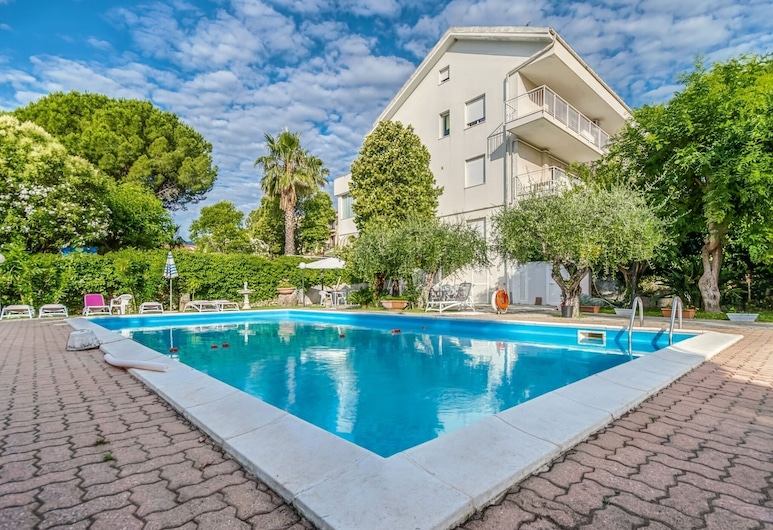 Enticing Apartment in Loano With Swimming Pool, Loano, Exterior