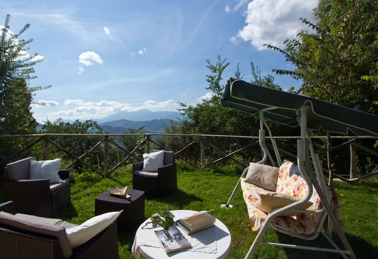 Graceful Holiday Home in Acqualagna With Swimming Pool, Acqualagna, Garden
