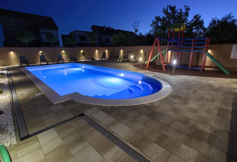 Spacious Holiday Home in Vukovar With Swimming Pool, Vukovar, Alberca