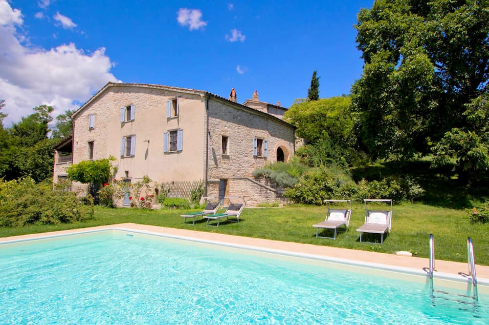 Pretty Holiday Home in Acqualagna With Swimming Pool