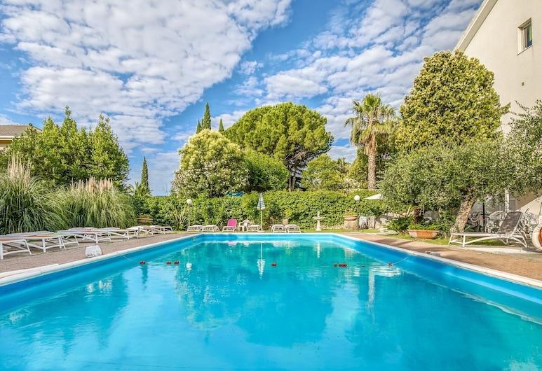 Gorgeous Apartment in Loano With Swimming Pool, เลาโน, สระว่ายน้ำ