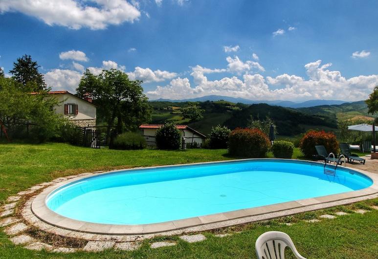 Alluring Apartment With Swimming Pool,garden,terrace,heating, Caprese Michelangelo, 游泳池