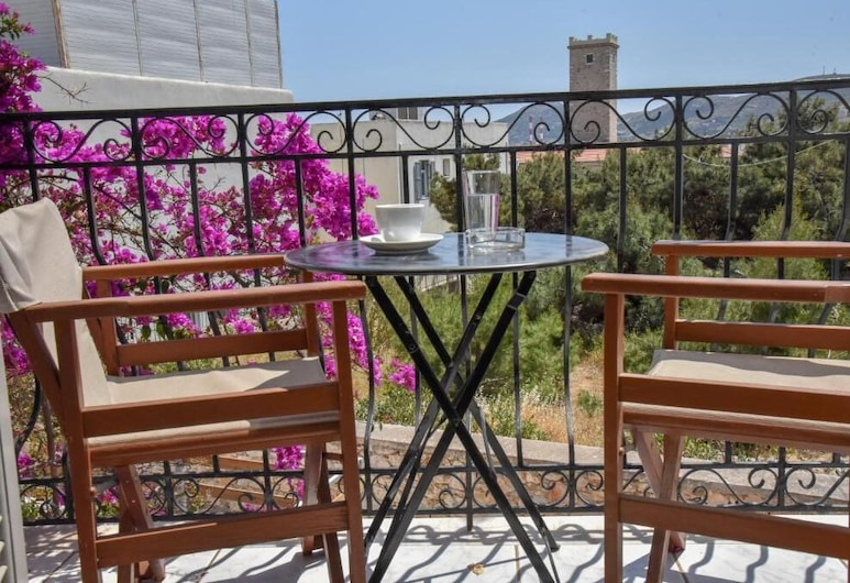 Axilleion Guest House, Syros, Triple Room, Balcony, Balkoni