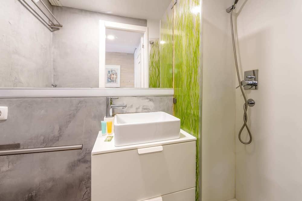 Basic Apartment, 1 Double Bed - Bathroom