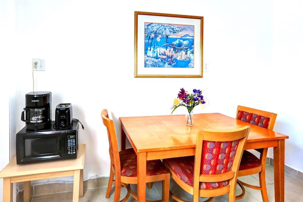 Eenvoudige kamer - Eetruimte in kamer
