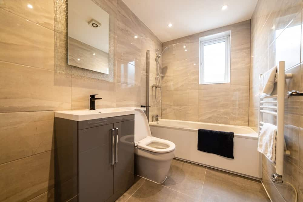 Luxury Apartment, Private Bathroom - Bathroom