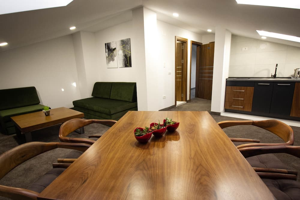 شقة كلاسيكية - منطقة المعيشة