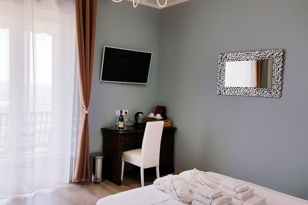 Deluxe Double Room, Balcony, Mountain View - Guest Room