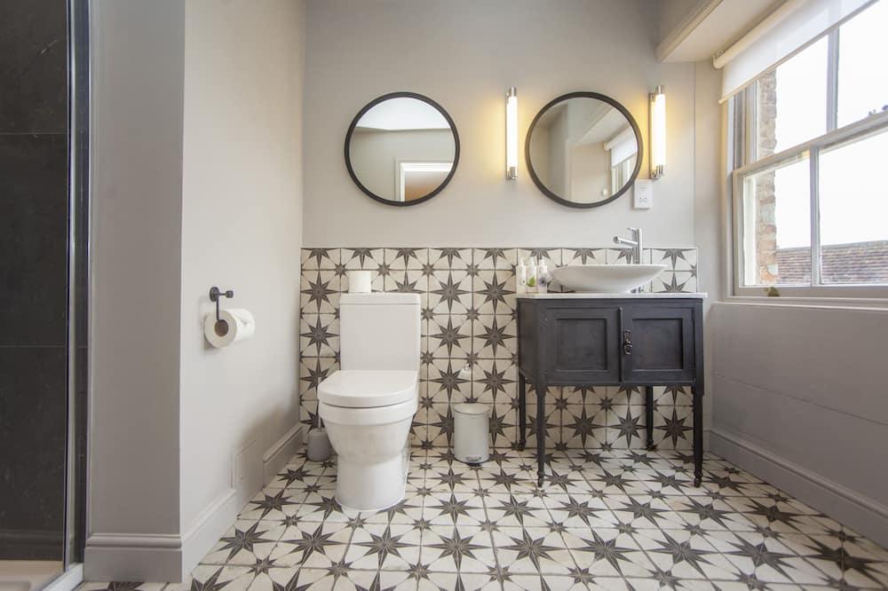 Fancy Double or Twin Room - Bathroom