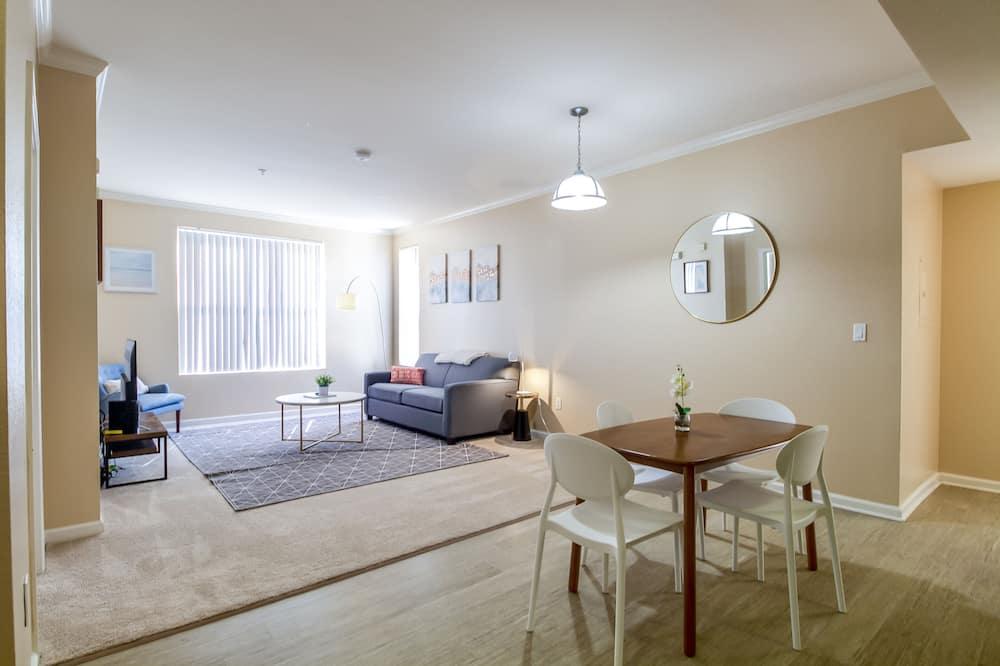 Family Apartment, 2 Bedrooms, Non Smoking, 2 Bathrooms - Living Area