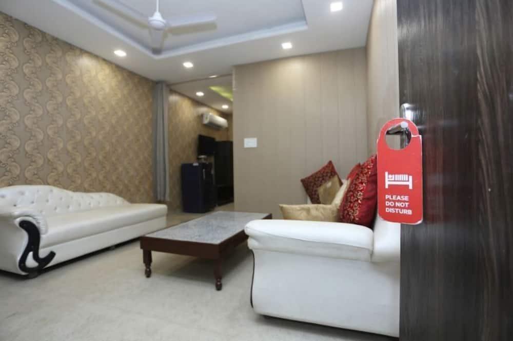 Premium Studio Suite - Living Area