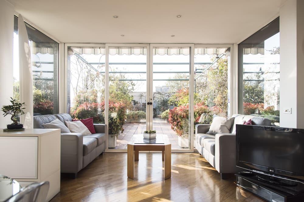 The Traveller's Terrace