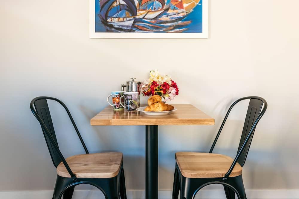Luxury-Doppelzimmer - Essbereich im Zimmer