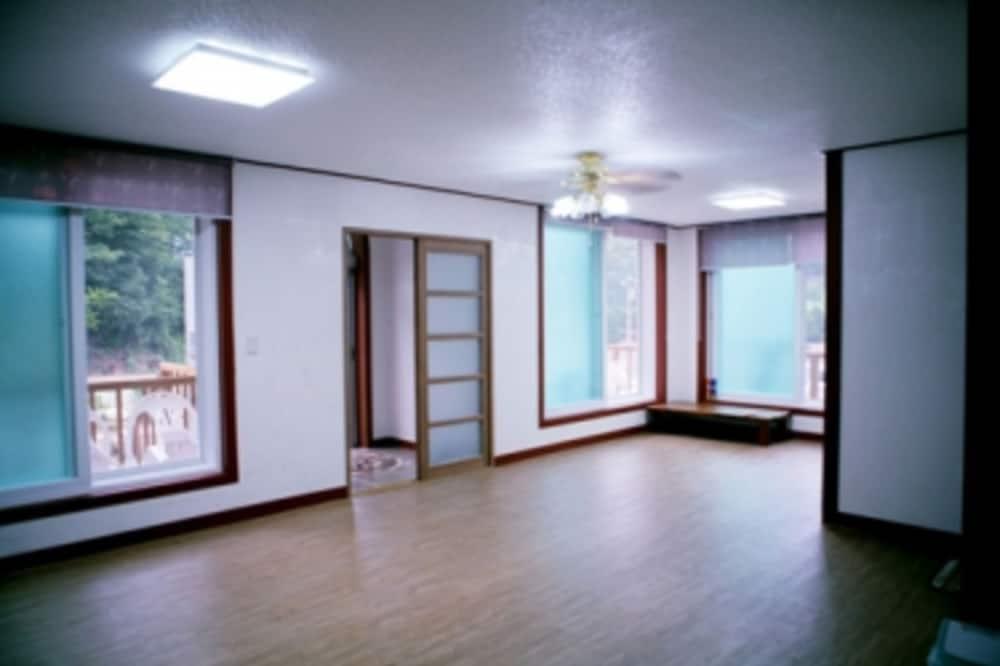 Kamer (1st Floor) - Woonruimte