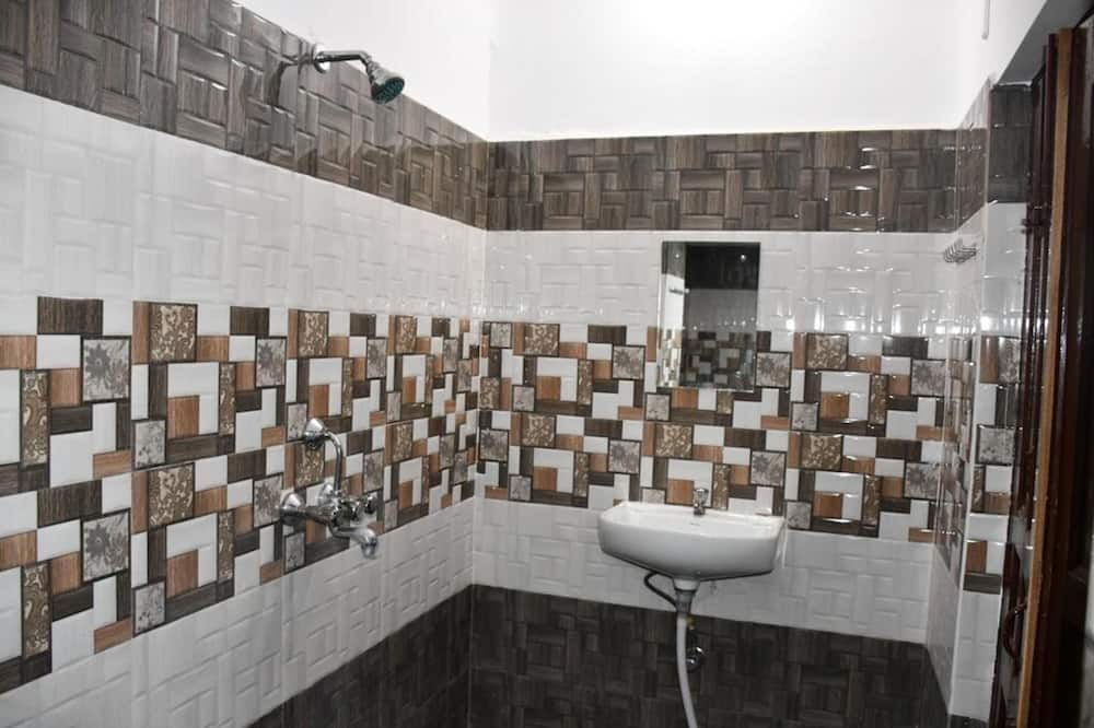 Shared Dormitory, Multiple Bedrooms - Bathroom