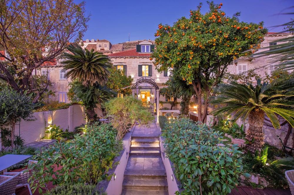 Estudio (Luxury Superior Suite Attic) - Jardín