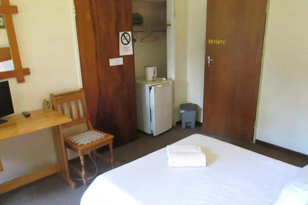 Bedrock Bb - Double Bedroom for Friends or Couple, Bloemfontein