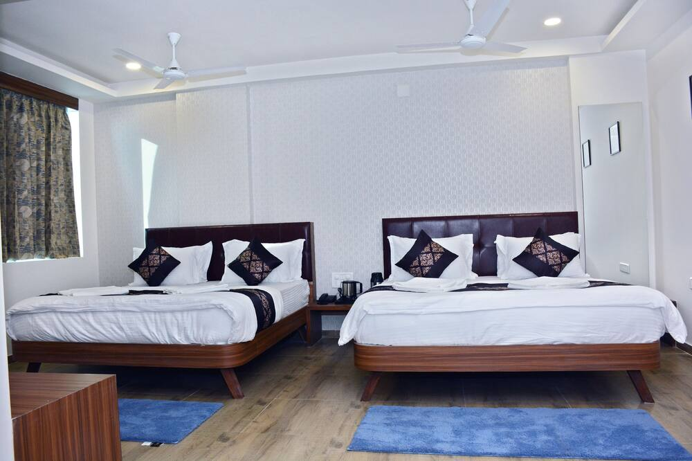 Family Four Bed Room - Bilik Tamu
