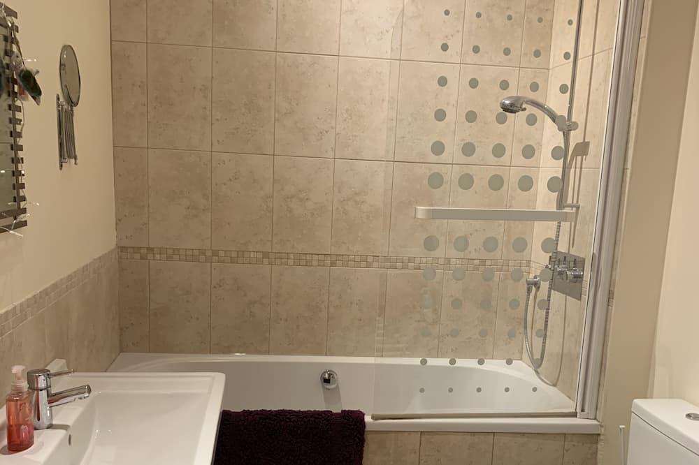 아파트, 침대(여러 개) - 욕실
