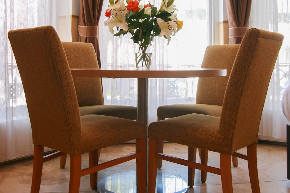 尊榮公寓 - 客房餐飲服務