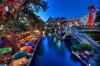 Fotografia hotela (Huge Remodeled 5BR 4BA House Sleeps 20 Downtown) v meste San Antonio
