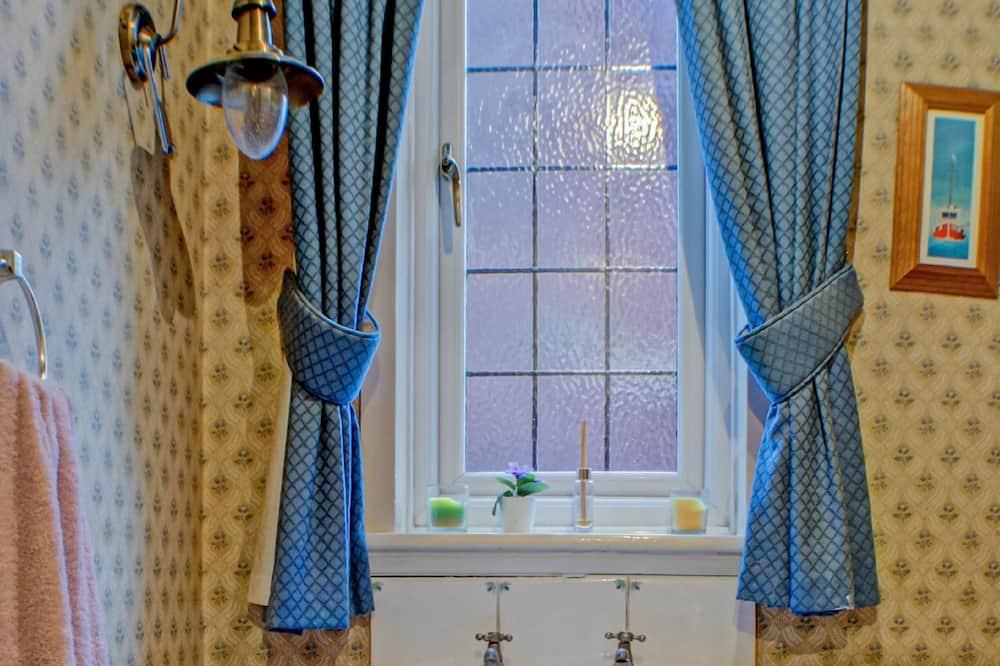 Standard Single Room (Shared) - Bathroom