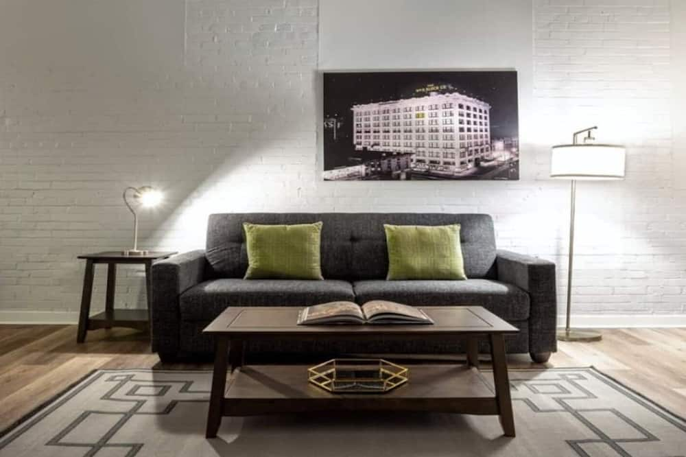 Contemporary 2BR 2BA Apartment In Downtown Indianapolis by CozySuites