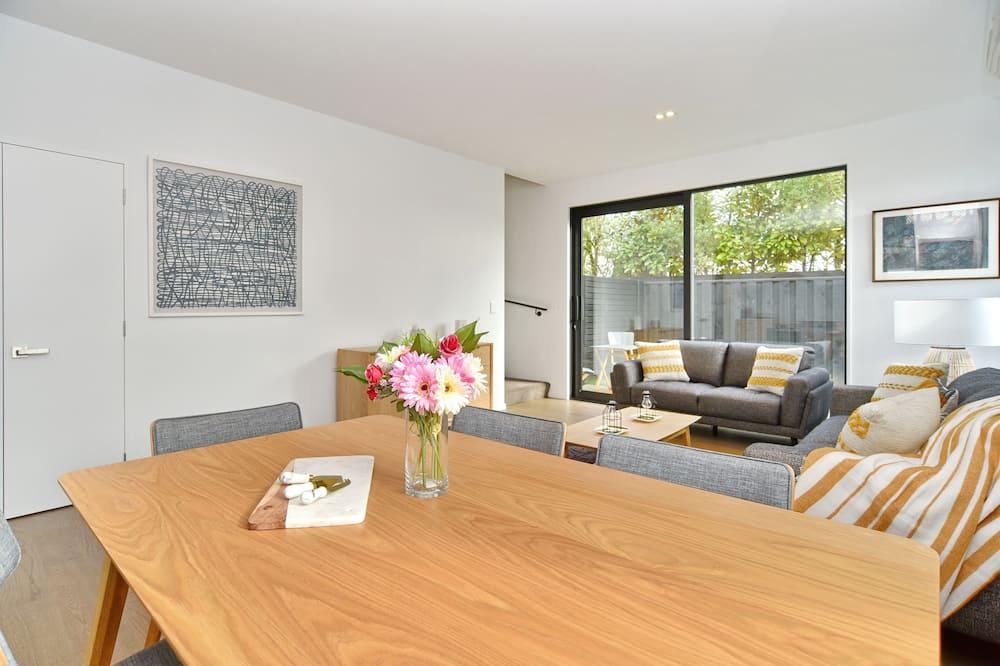 Dom, 2 spálne - Obývacie priestory