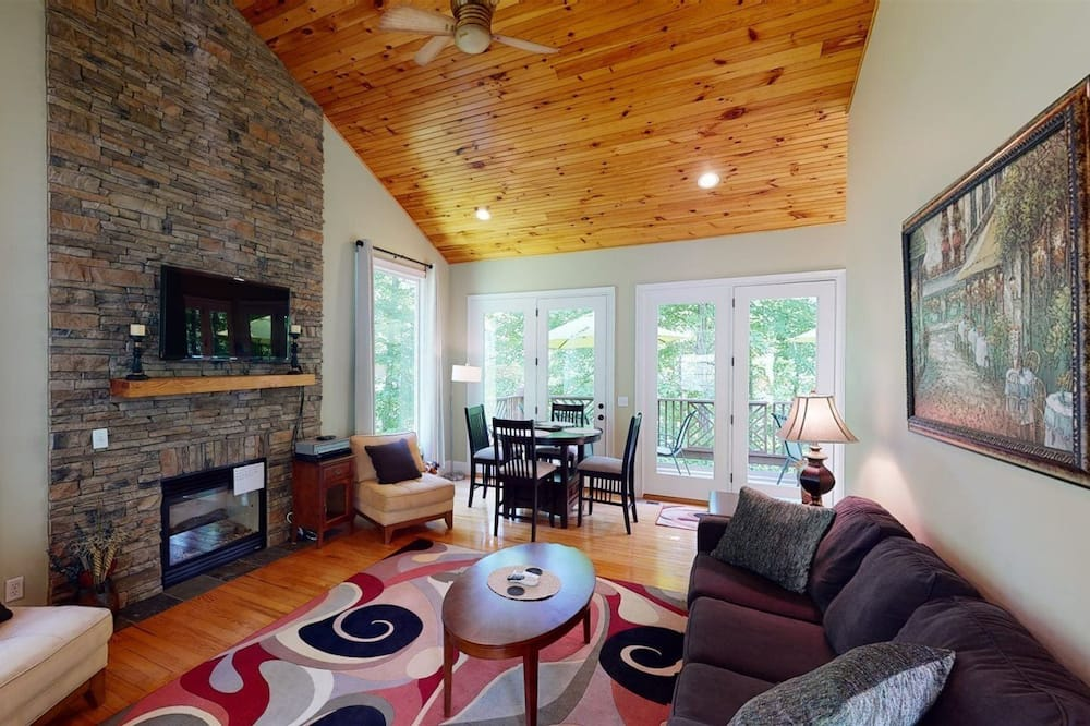 House (The Dawg Pound) - Living Room