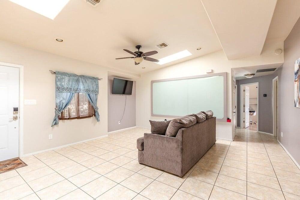Dom (Spacious, modern, exquisite 4-bed hom) - Obývačka