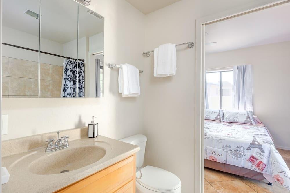 Dom (Spacious, modern, exquisite 4-bed hom) - Kúpeľňa