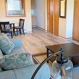 House (Modern, homey 2-bedroom in Toledo) - Living Room